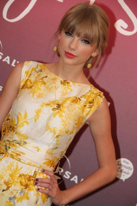 Taylor Swift - press conference in Rio de Janeiro 9/13/12