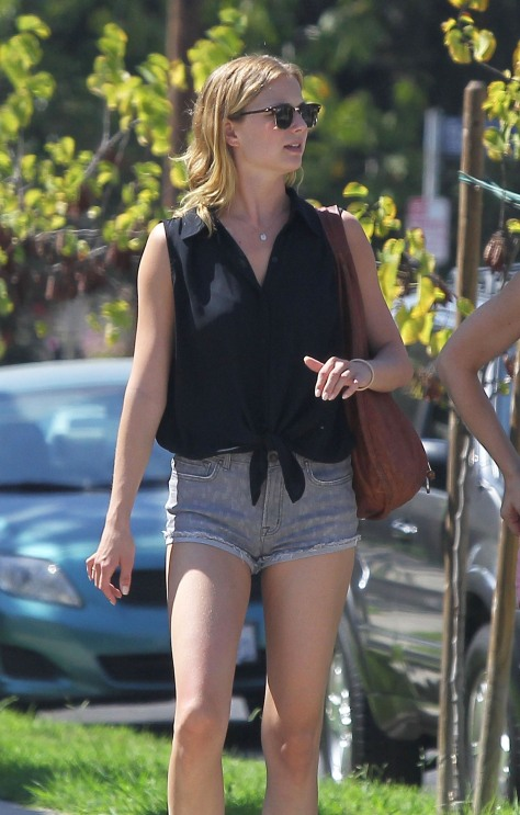Emily Vancamp at Mustard Seed Cafe in Los Feliz (09.19.2012)