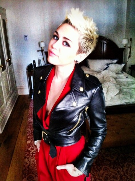 Miley Cyrus -Twitpic