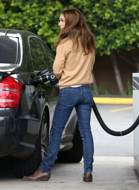 Natalie Portman - at a gas station in Los Feliz 2/5/13