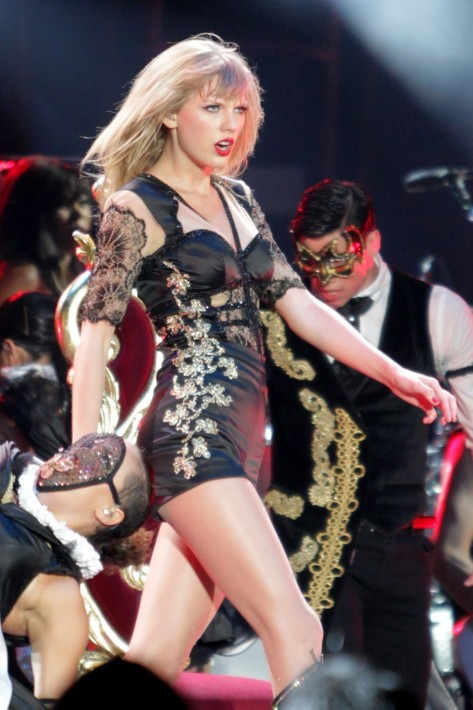 Taylor Swift - In concert, on stage in Vancouver, British Columbia - 6/29/13